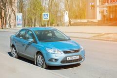 Ford Focus ha parcheggiato sulla via della città di Smolensk Fotografia Stock