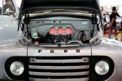 Ford klassisk lastbil arkivbild