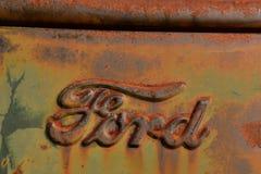 Ford lastbillogo med polityr Arkivbild