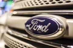 Ford logo na samochodzie Zdjęcie Stock