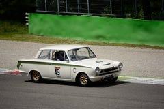 Ford Lotus Cortina 1963 på den Monza strömkretsen Arkivbilder