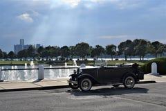Ford Model en Belle Isle och Detroit horisont arkivbild