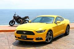 Ford Mustang和山叶FZ25 图库摄影