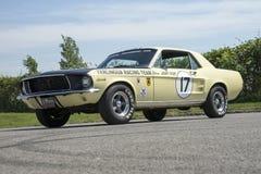 1967年Ford Mustang小轿车赛车 免版税库存图片