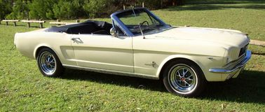 1966年Ford Mustang敞篷车 免版税库存图片