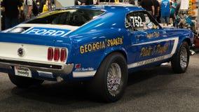 1969年Ford Mustang眼镜蛇喷气机在SEMA的赛车 库存照片
