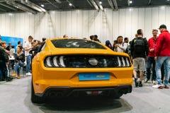 Ford Mustang amarillo GT en el salón del automóvil 2019 de Londres fotografía de archivo libre de regalías