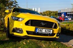 Ford Mustang-auto voor Ford-de het handel drijvenbouw van het motorbedrijf Royalty-vrije Stock Foto