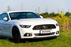 Ford Mustang-auto voor Ford-de het handel drijvenbouw van het motorbedrijf Royalty-vrije Stock Afbeeldingen