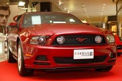 Ford Mustang bil på skärm i den motoriska showen 2014 Fotografering för Bildbyråer