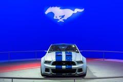 Ford Mustang bil på skärm på den auto showen för LA. Royaltyfria Bilder