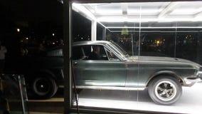 Ford Mustang Fastback Bullitt Car-Motorlawaai stock video