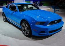 2013 Ford Mustang, Grabscher-Blau Lizenzfreie Stockfotos