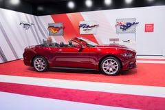Ford Mustang GT convertibele 2015 op vertoning Stock Foto