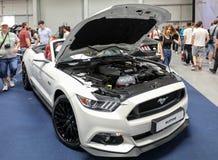 Ford Mustang GT montré à la 3ème édition de l'EXPOSITION de MOTO à Cracovie Pologne Images stock