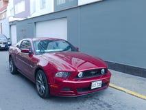Ford Mustang GT 5 0 V8 bouwden 2014 geparkeerd in Lima in Stock Fotografie