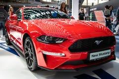 Ford Mustang novo vermelho no 54th carro internacional e na exposição automóvel de Belgrado imagens de stock royalty free