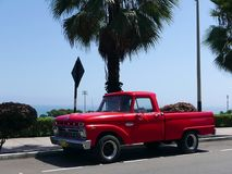 Ford Pickup Custom Cab Twin 1 Straal 100 in Lima Stock Afbeeldingen