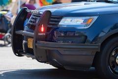 Ford-politiewagen met flitssignalen stock afbeelding