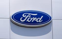 Ford samochodu przedstawicielstwa handlowego znak Zdjęcia Stock
