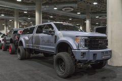 Ford Super Duty Customized en la exhibición durante salón del automóvil del LA imagen de archivo libre de regalías