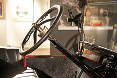 Ford T 1 1922 , styrninghjul, expo på Techmuseet Zagreb, 2016 Royaltyfri Bild