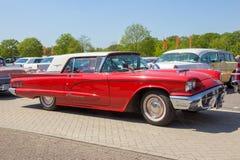 1960年Ford Thunderbird葡萄酒汽车 库存图片