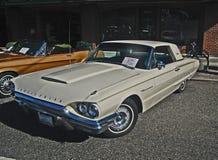 1964年Ford Thunderbird经典之作汽车 免版税库存照片