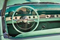 1955年Ford Thunderbird仪表板 免版税库存照片
