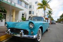 Ford Thunderbird 1957 i Miami Beach Arkivfoton