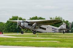 Ford Trimotor pasażerski samolotowy narządzanie dla start fotografia royalty free