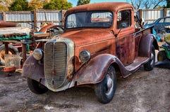 1937 Ford Truck, Bergingswerf Stock Afbeeldingen