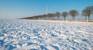 Forderung durchgesetzt im Schnee Stockbild