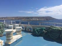 Foredeck en un transbordador inter de la isla Fotos de archivo