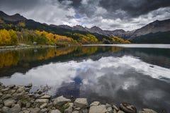 Forell sjö i nedgångfärg Royaltyfria Foton
