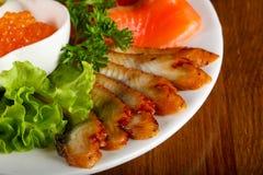 Forellenleiste, roter Kaviar und Aal Lizenzfreies Stockbild