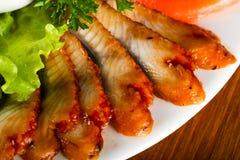 Forellenleiste, roter Kaviar und Aal Stockbilder