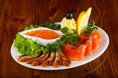 Forellenleiste, roter Kaviar und Aal Lizenzfreie Stockfotos