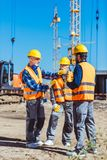 Foreman explaining builders work process by gesturing at the Royalty Free Stock Photography