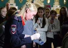 Forensic expert police shows students the techniques of collecting traces of the crime scene. MOSCOW, RUSSIA - JANUARY 27, 2015:Forensic expert police shows Royalty Free Stock Photography