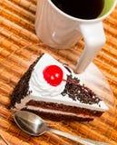 Forest Cake Represents Coffee Break e café pretos imagem de stock royalty free