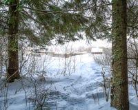 Forest Edge Weg zum Dorf Lizenzfreie Stockbilder