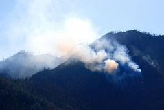 Forest fire in the mountains Royalty Free Stock Photos