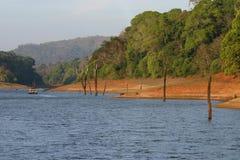 forest lake łodzi fotografia stock