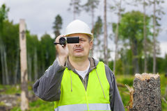 Forest Officer mit Kamerarecorder Lizenzfreie Stockbilder