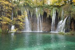 Foresta, cascata e fiume del parco nazionale di Plitvice Immagine Stock Libera da Diritti