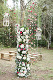 Foresta decorata con i fiori per nozze Fotografie Stock Libere da Diritti