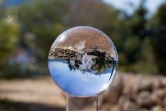 foresta e cielo tramite una sfera di cristallo fotografie stock libere da diritti