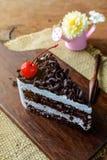 Foresta nera, dolce di cioccolato sulla tavola di legno fotografia stock