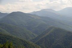 Foreste, campi ed alpi di Dinaric delle montagne in Serbia Immagini Stock Libere da Diritti